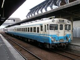 キハ28 2002 / 258D・土讃線 高知(オリンパス CAMEDIA SP-320)